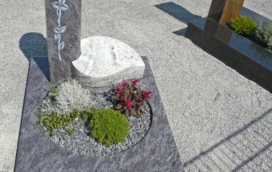 Urnengrab mit Stele